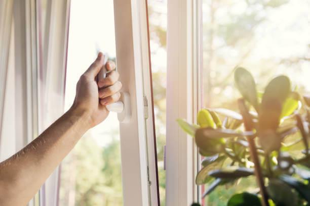 Atvērts logs ventilācijai
